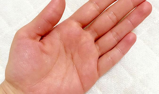不快な手汗・・・専用の制汗剤があるの?「ファリネ」が気になっています!